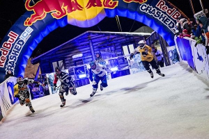 Red Bull Crashed Ice 2015:  Scott Croxall castiga etapa de coborare pe gheata din Helsinki