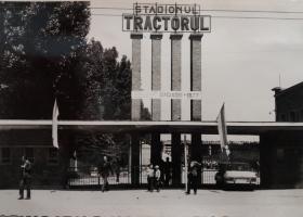 Stadionul Tractorul intrarea principala.jpg