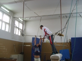poza main gimnastica.JPG
