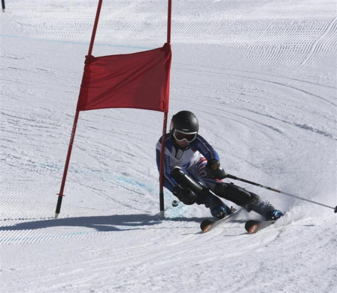 laurie_taylor_12_takes_a_giant_slalom_gate_during__1734189126.JPG